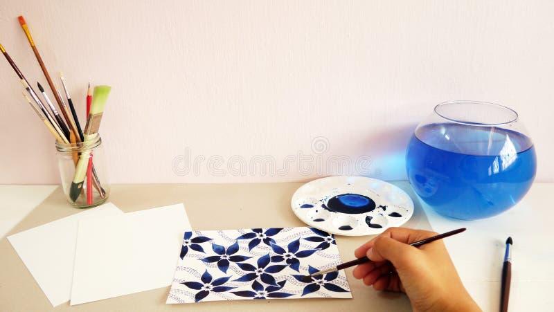 För siktsvattenfärg för konstnär skrivbords- design för teckning för hand för målning royaltyfri bild