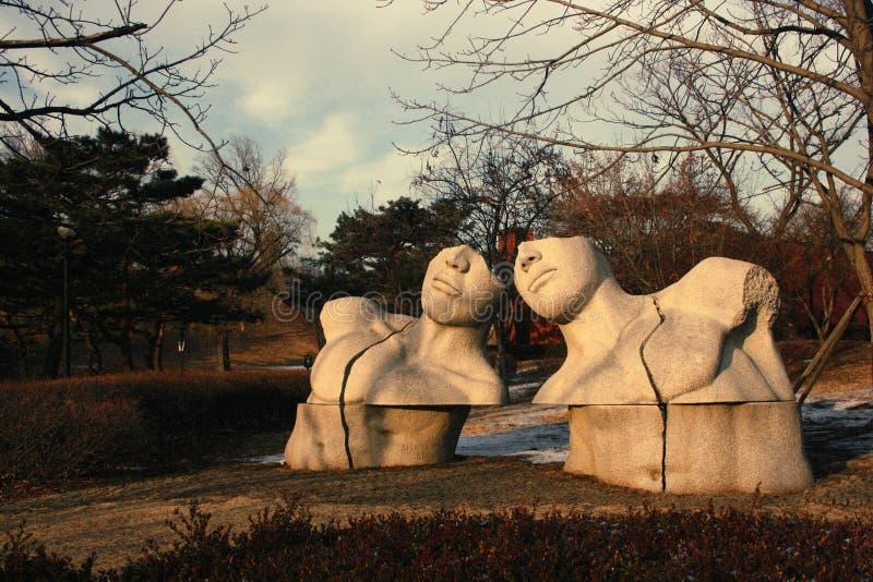 ` För skulptur`-dialogen i olympiska Seoul parkerar arkivbilder
