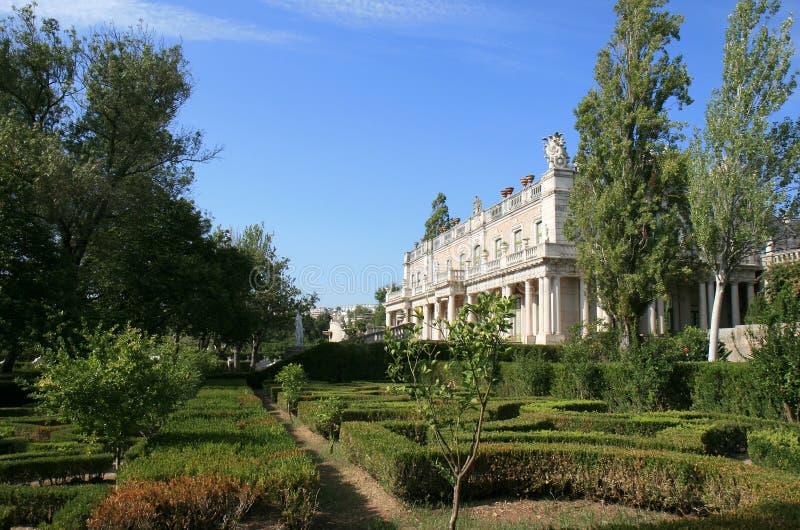 för slottqueluz för barock trädgårds- nationell vinge royaltyfria foton