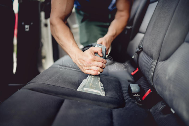 För slut detaljer upp av att specificera för bil - lokalvård och att dammsuga bilinre royaltyfria foton