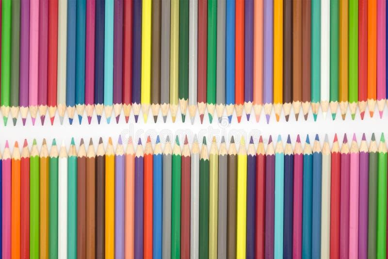 För slut uppsättning upp av träblyertspennor för åtskillig färg på vit bakgrund royaltyfri foto