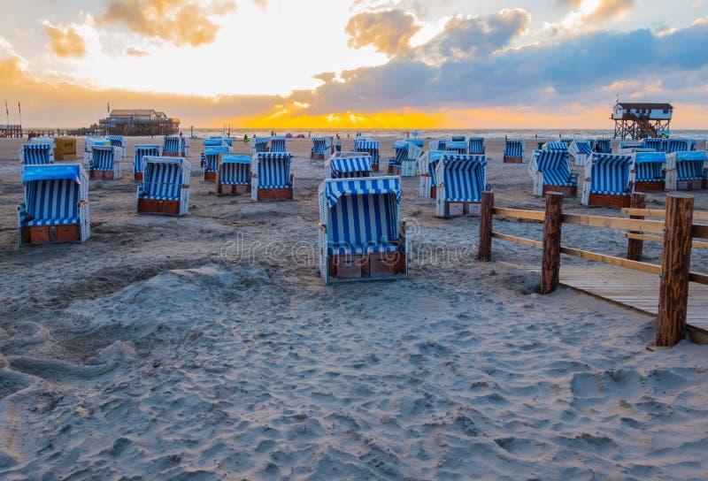 För solnedgångafton för St Peter-Ording strand för lopp royaltyfria foton