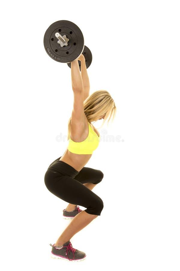 För sportbehå för kvinna grön stång för håll ovanför den satta huvudsidan royaltyfri fotografi