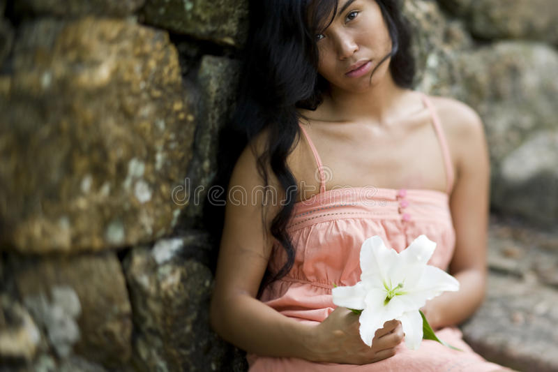 för ståendekvinna för härlig öbo Stillahavs- barn fotografering för bildbyråer