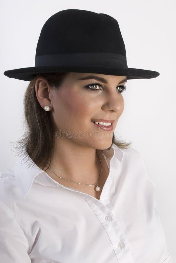 för ståendekvinna för svart hatt barn fotografering för bildbyråer