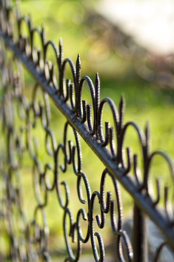 för staketport för stor tegelsten dekorativt galler för järn royaltyfria bilder