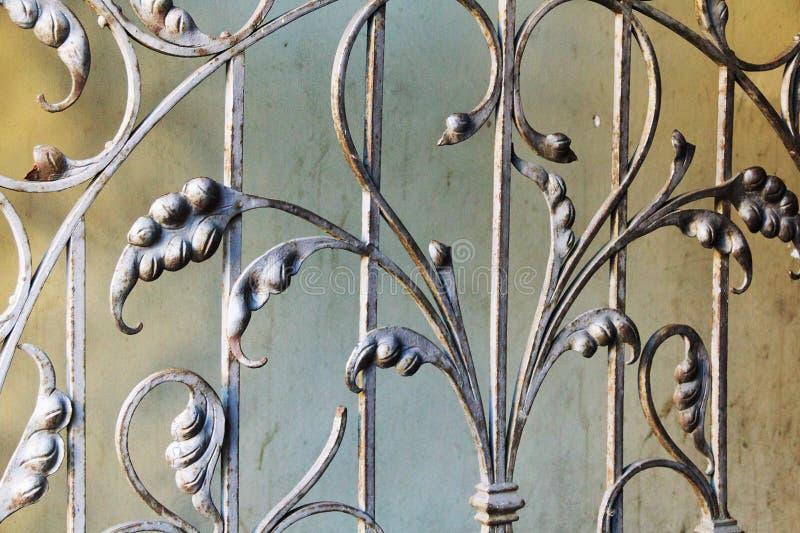 för staketport för stor tegelsten dekorativt galler för järn royaltyfri illustrationer