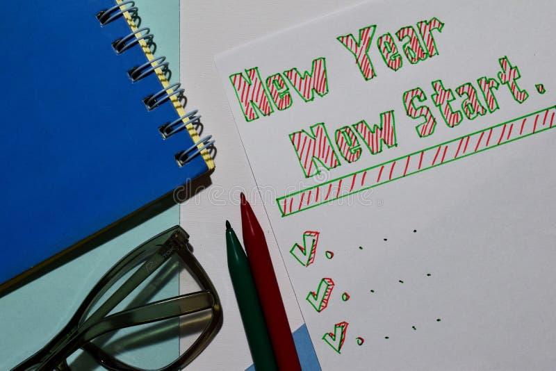För STARTtext för NYTT ÅR NY lista med markören och glasögon för affärspresentation fotografering för bildbyråer