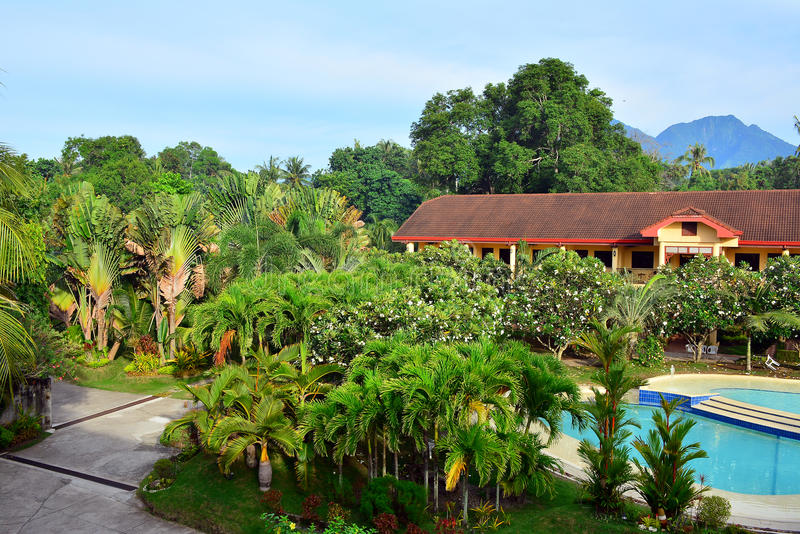 För storgubbesemesterort för privat uppehåll överblick i den Negros österlänningen, Filippinerna royaltyfri bild