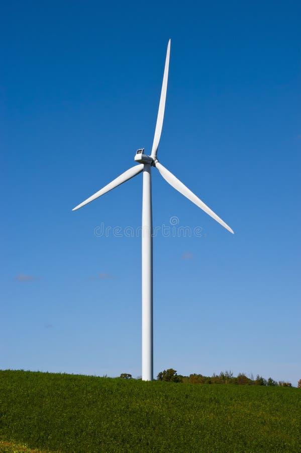 för strömturbin för energi grön modern windmill för wind arkivbild