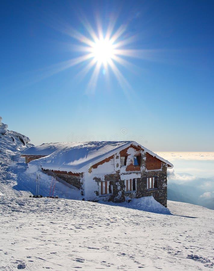 för sunsaga för byggnad felik wintertime fotografering för bildbyråer