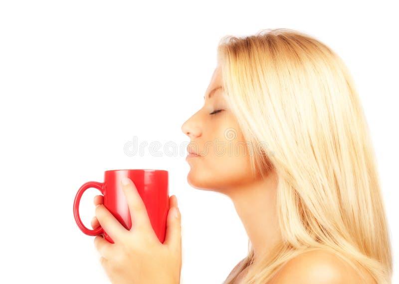 för teakvinna för härligt kaffe dricka barn fotografering för bildbyråer