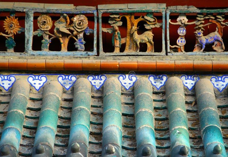 För tegelplattatak för traditionell kines bakgrund arkivbild