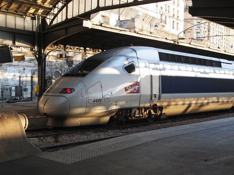 För TGV snälltåg mycket, Gare de l ` Est, Paris, Frankrike royaltyfria foton