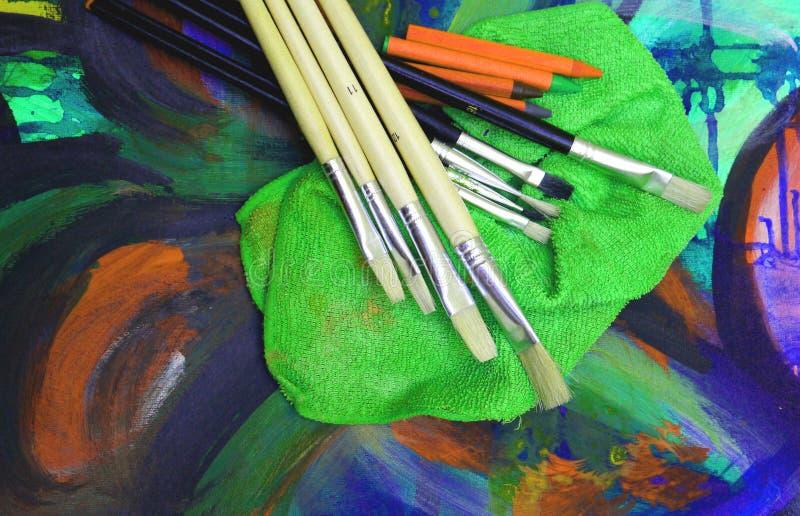 För Tools för målningteckningskonstnär gyckel målning arkivfoton