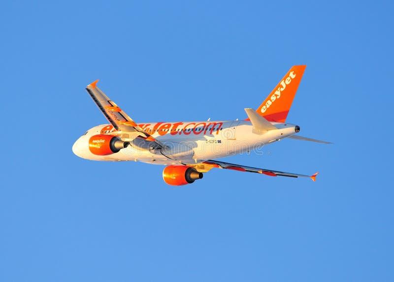 för trafikflygplancommercial för flygbuss a319 easyjet arkivfoton