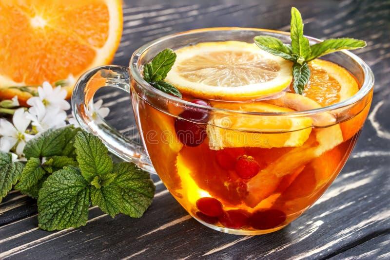 För tranbärmintkaramell för blom- te orange is arkivfoton
