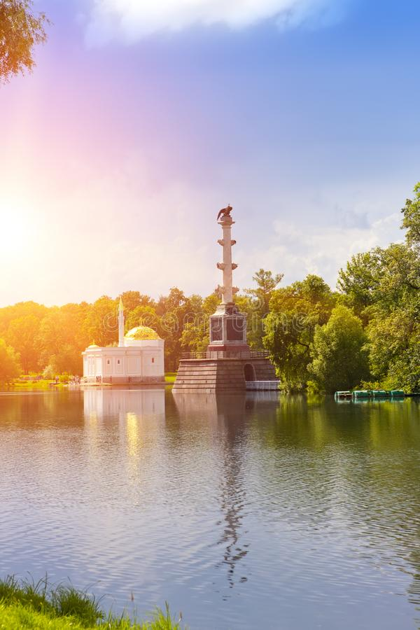 ` För turkiskt bad för den Chesme kolonn- och paviljong`en, 18th århundrade 24 för petersburg för park för nobility för km för ca arkivfoton