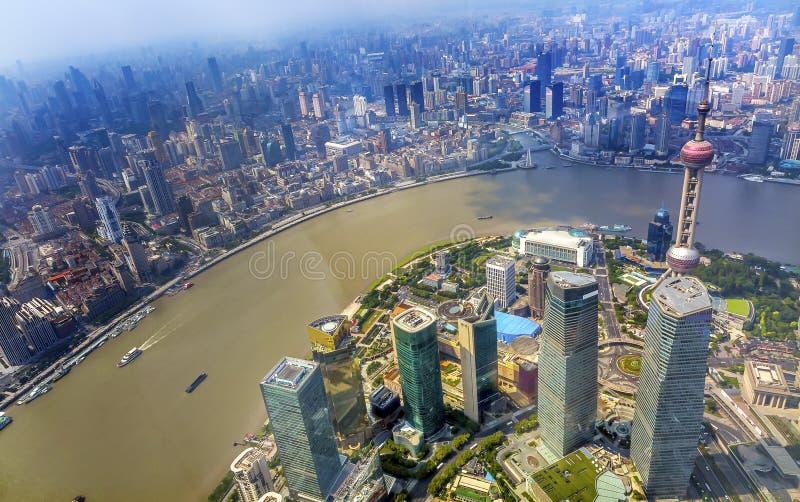 För TVtorn för österlänning pärlemorfärg Pudong Bund Huangpu River Shanghai Kina fotografering för bildbyråer