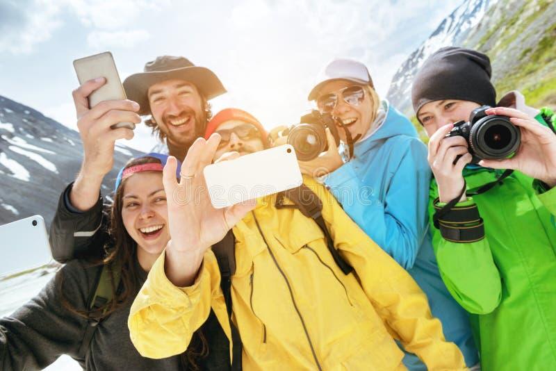 För vänturister för grupp lycklig selfie för foto fotografering för bildbyråer