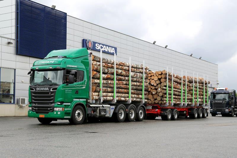 För V8 för Skåne R730 euro 6 lastbil timmer royaltyfria foton