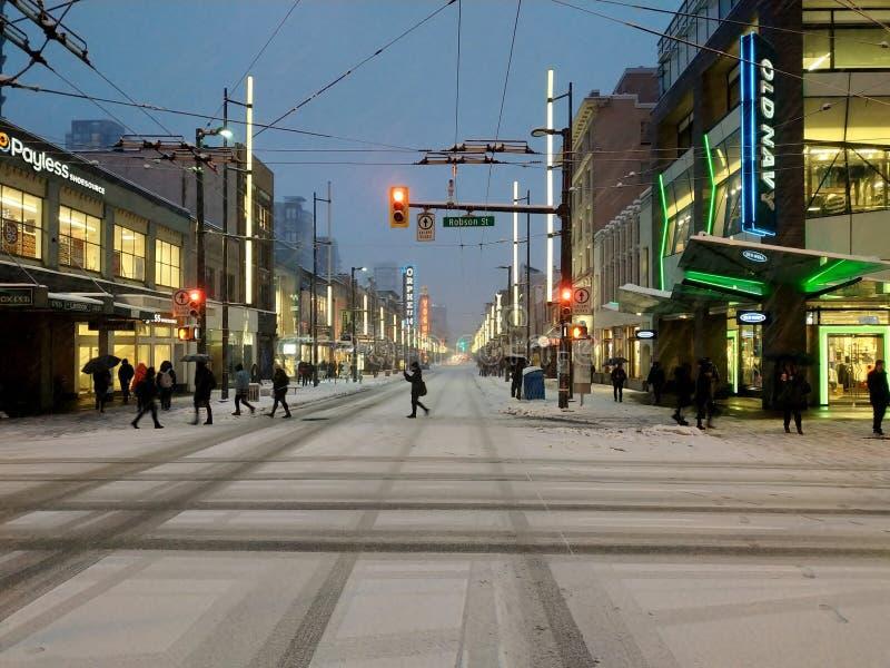 För Vancouver för Granville gata i stadens centrum snöfall snö, F. KR., Kanada royaltyfri foto