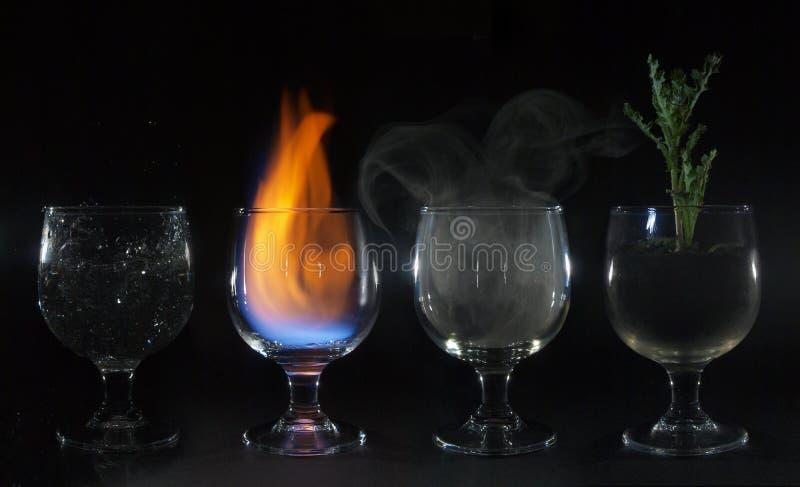 för vattenbrand för 4 beståndsdelar luft för jord arkivfoto