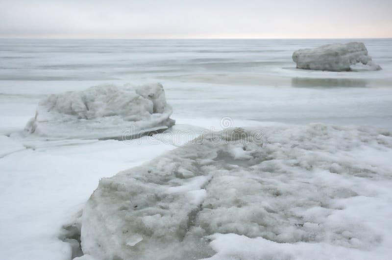 Is för vinteris sea.white royaltyfri fotografi