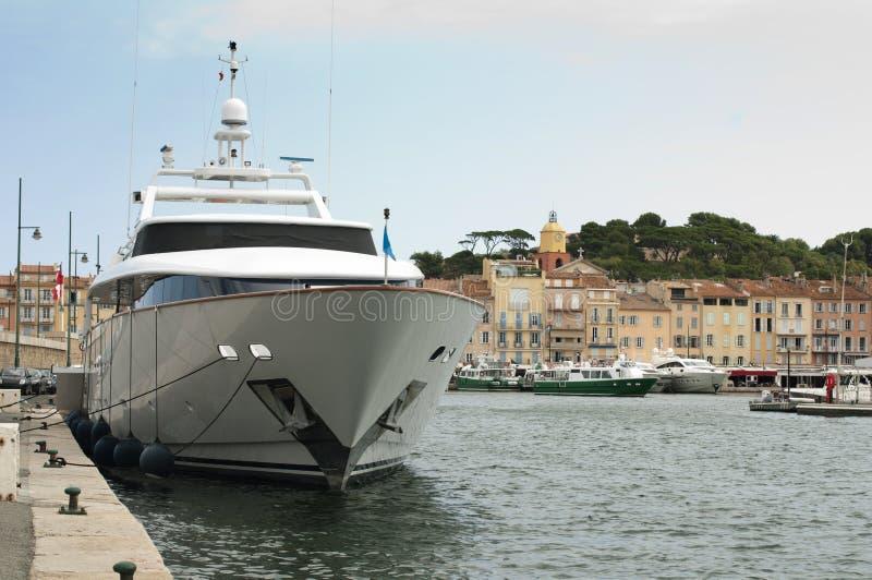 Förankrad yacht i St. Tropez royaltyfri fotografi