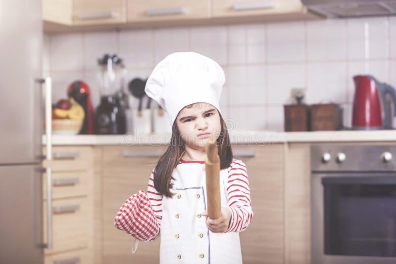 Förargad liten flickakock royaltyfri foto