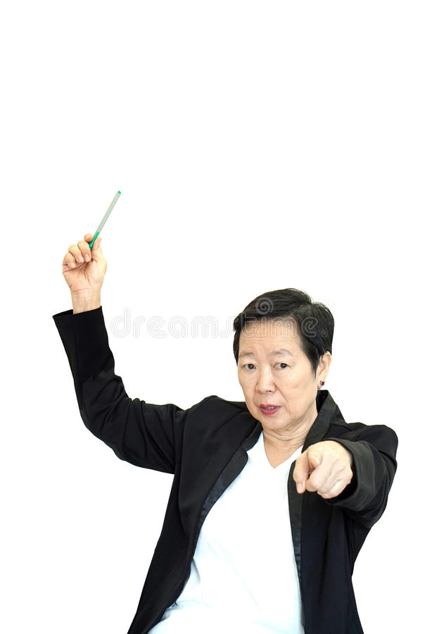 Förargat och olyckligt peka a för asiatisk hög kvinna för affärschef royaltyfria bilder