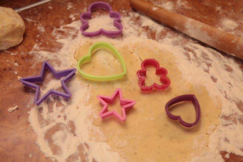 Förbered smakliga kakor bolts muttrar för sammansättningsbegreppsfamilj fotografering för bildbyråer