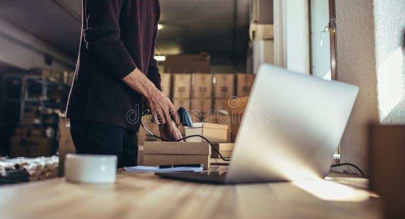 Förbereda en jordlott för att leverera till kunden arkivfoto