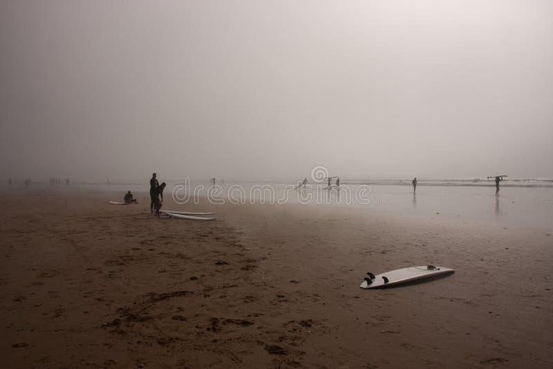 Förbereda sig att surfa arkivfoton