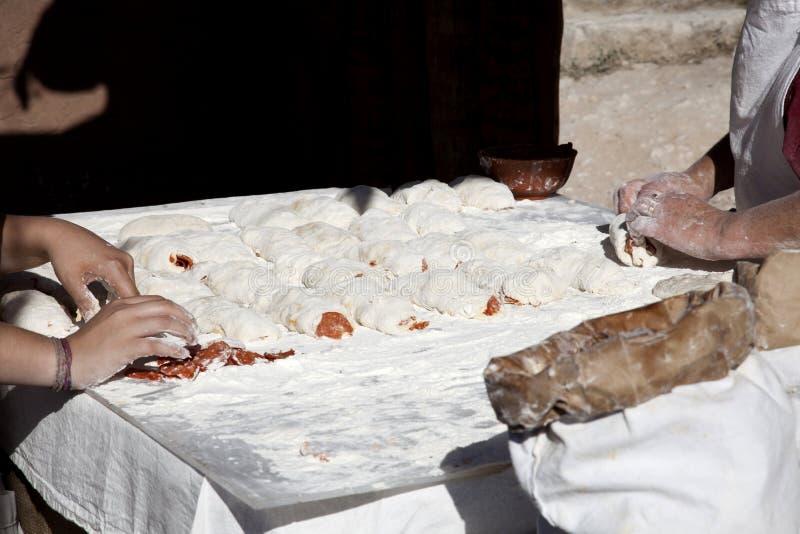 förbereda sig för brödchorizo royaltyfri foto