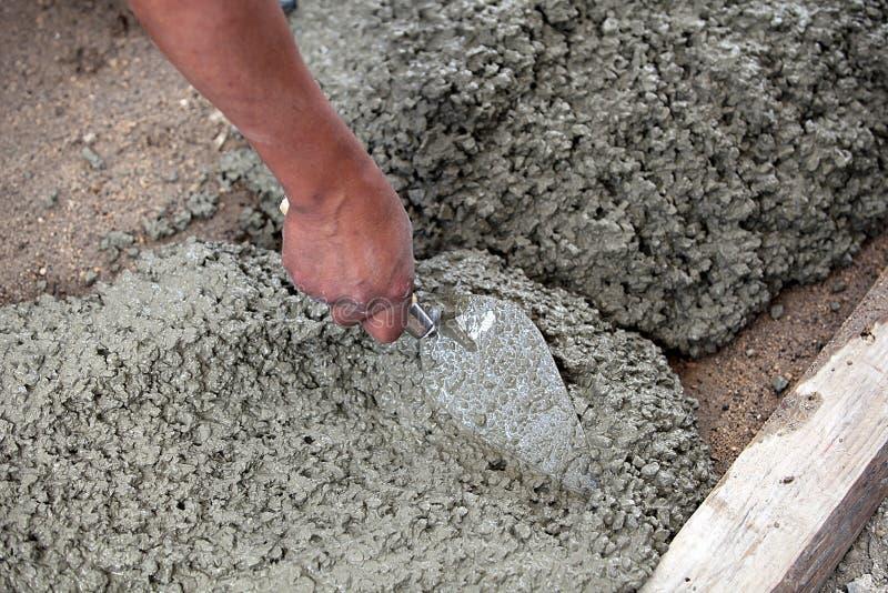 förbereda sig för cementmason royaltyfria foton