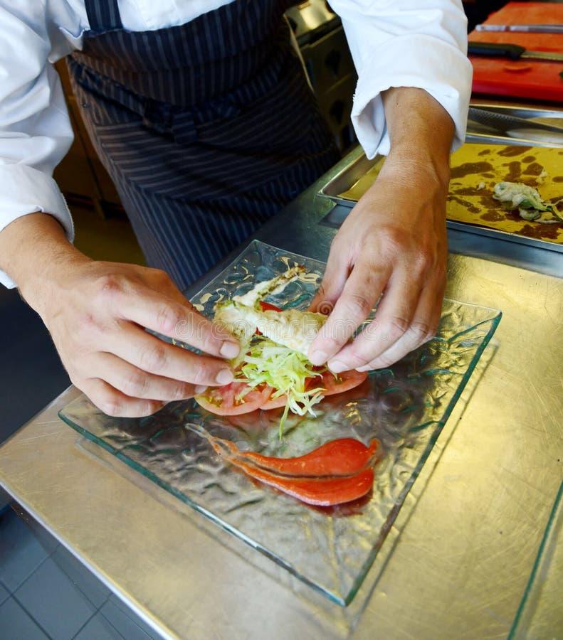 Förbereda tempurafisken i italiensk stil royaltyfria bilder