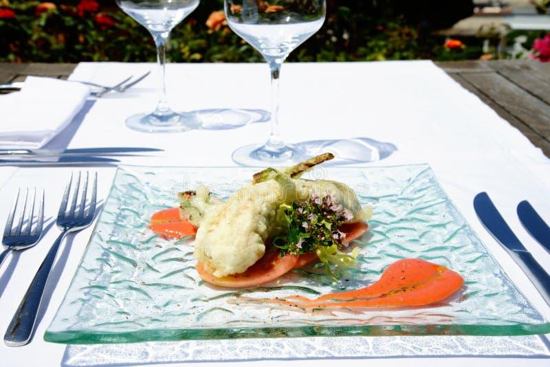 Förbereda tempurafisken i italiensk stil fotografering för bildbyråer