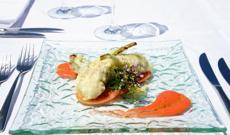 Förbereda tempurafisken i italiensk stil arkivfoto