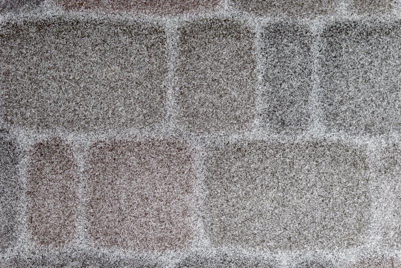 Förberedande sten som täckas med ett tunt lager av snö fotografering för bildbyråer