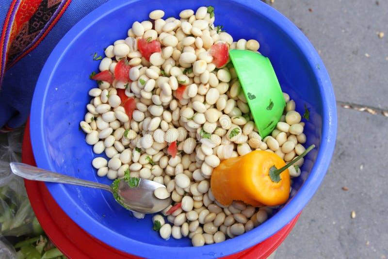 Förberedd Andean Lupine Bean Dish i Peru royaltyfri bild