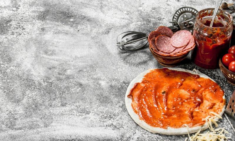 Förberedelse av pizza arkivfoton