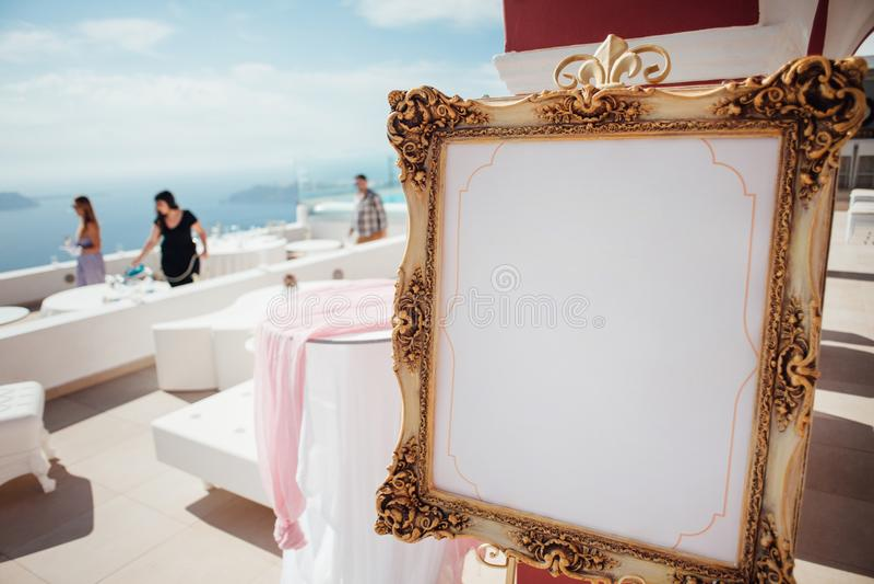 Förberedelse för en bröllopbankett fotografering för bildbyråer