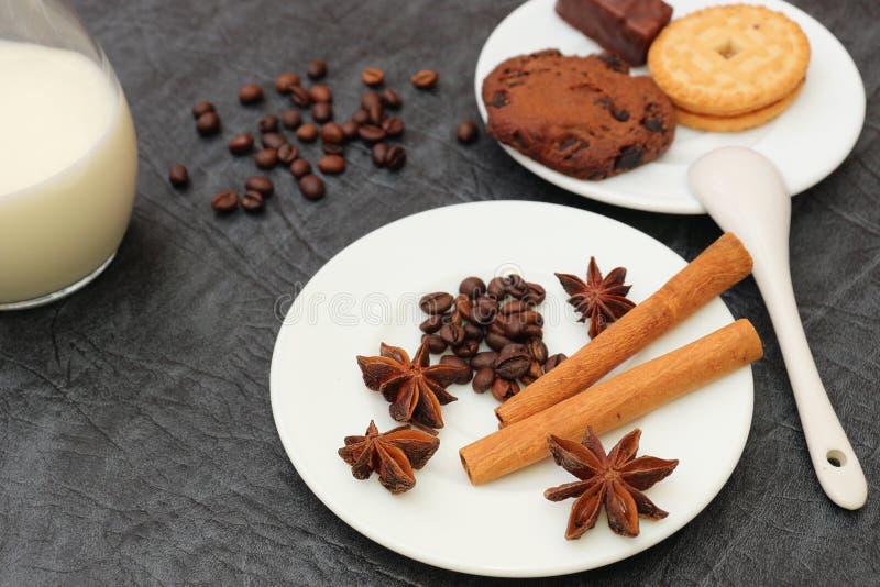 Förberedelse för sakramentet av aromatiskt kaffe för morgonkaffe royaltyfria bilder