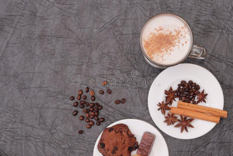Förberedelse för sakramentet av aromatiskt kaffe för morgonkaffe royaltyfri foto