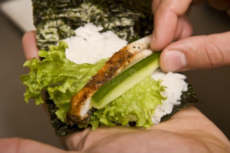 förbereder japanskt kök för kocken susi royaltyfria foton