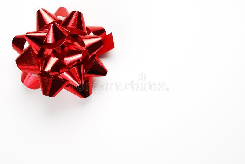 Förbigå gåvan eller tacka dig kortet med den röda pilbågen royaltyfri fotografi
