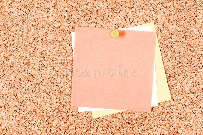 Förbigå stolpe-honom noterar på en corkboard arkivbilder