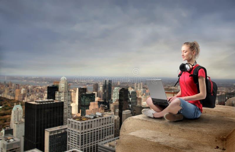 förbind skyskrapan arkivfoto