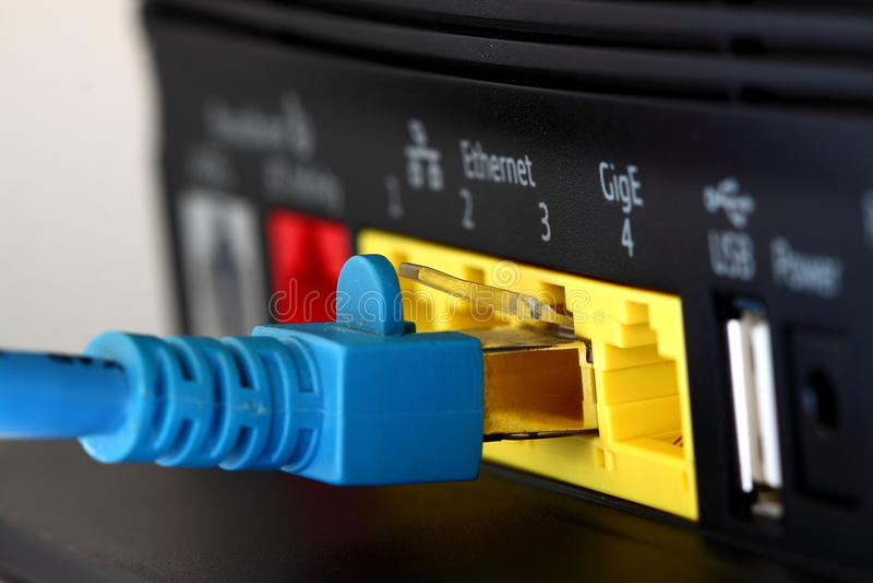 Förbindande bredbandrouter B fotografering för bildbyråer
